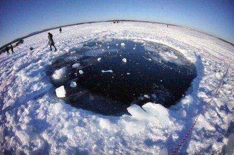 Как будут доставать чебаркульский метеорит со дна озера