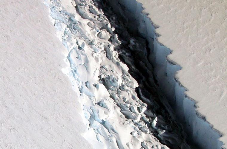 НАСА прогнозирует формирование в Антарктиде громадного айсберга