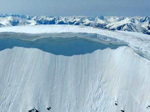 От Антарктиды снова откололся большой айсберг