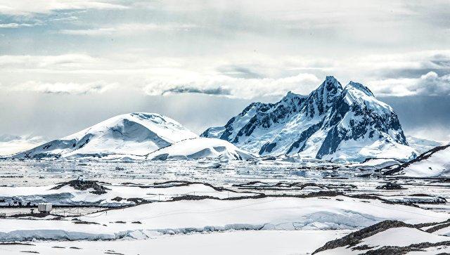 В Антарктиде образовалась полынья площадью 90 000 кв. км