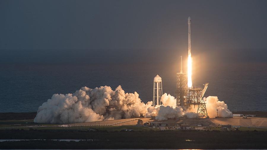 Falcon 9 загорелась после приземления на плавучую платформу