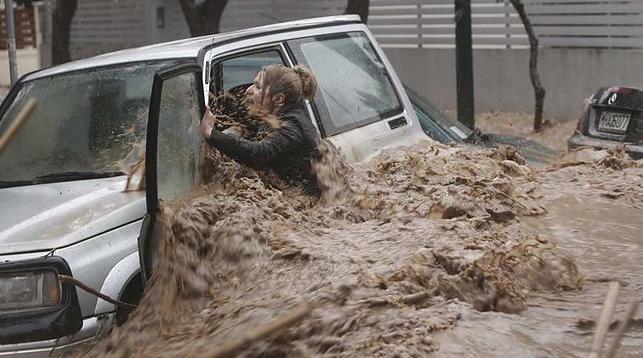 Машины плавают, 14 человек погибло— Потоп вГреции