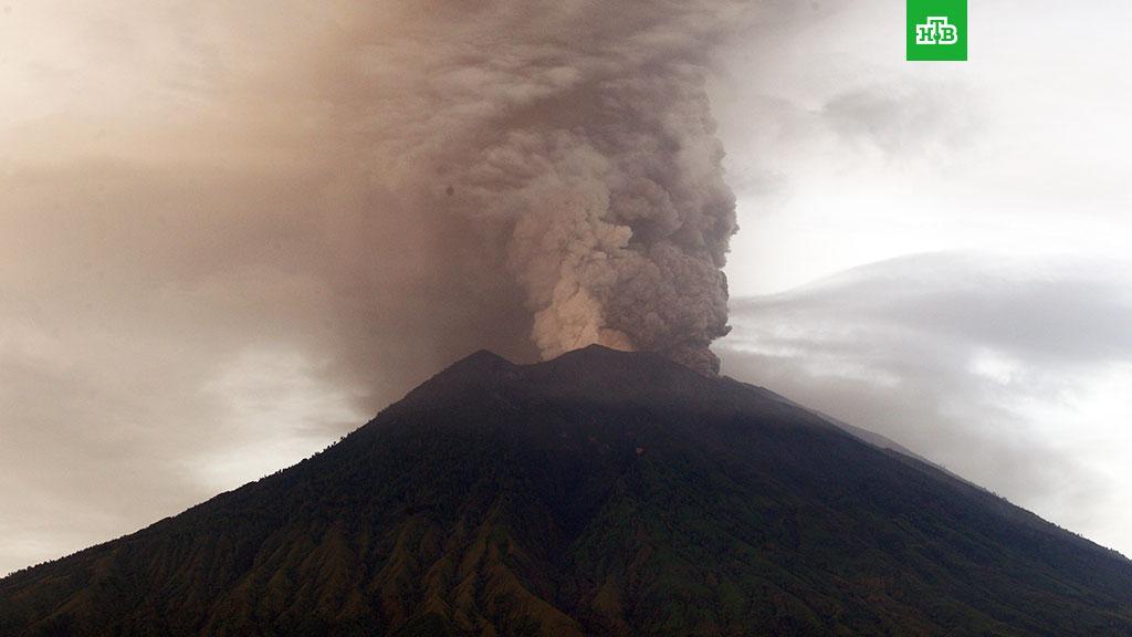 На Бали взорвался вулкан, 300 россиян оказались в ловушке