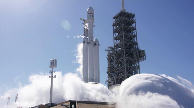 SpaceX произвела успешный запуск сверхтяжелой ракеты Falcon Heavy