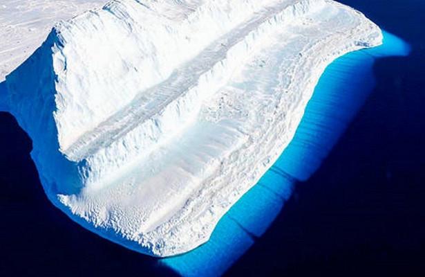 Ученые изучают гигантский айсберг, отколовшийся в Антарктиде летом 2017 года