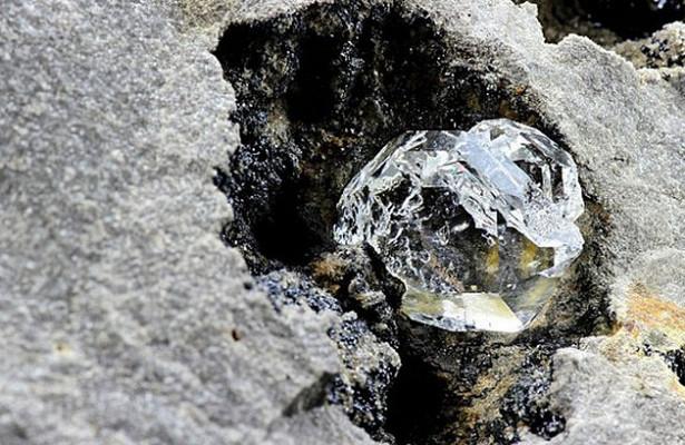 Ученые внутри алмаза обнаружили сверхплотный лед