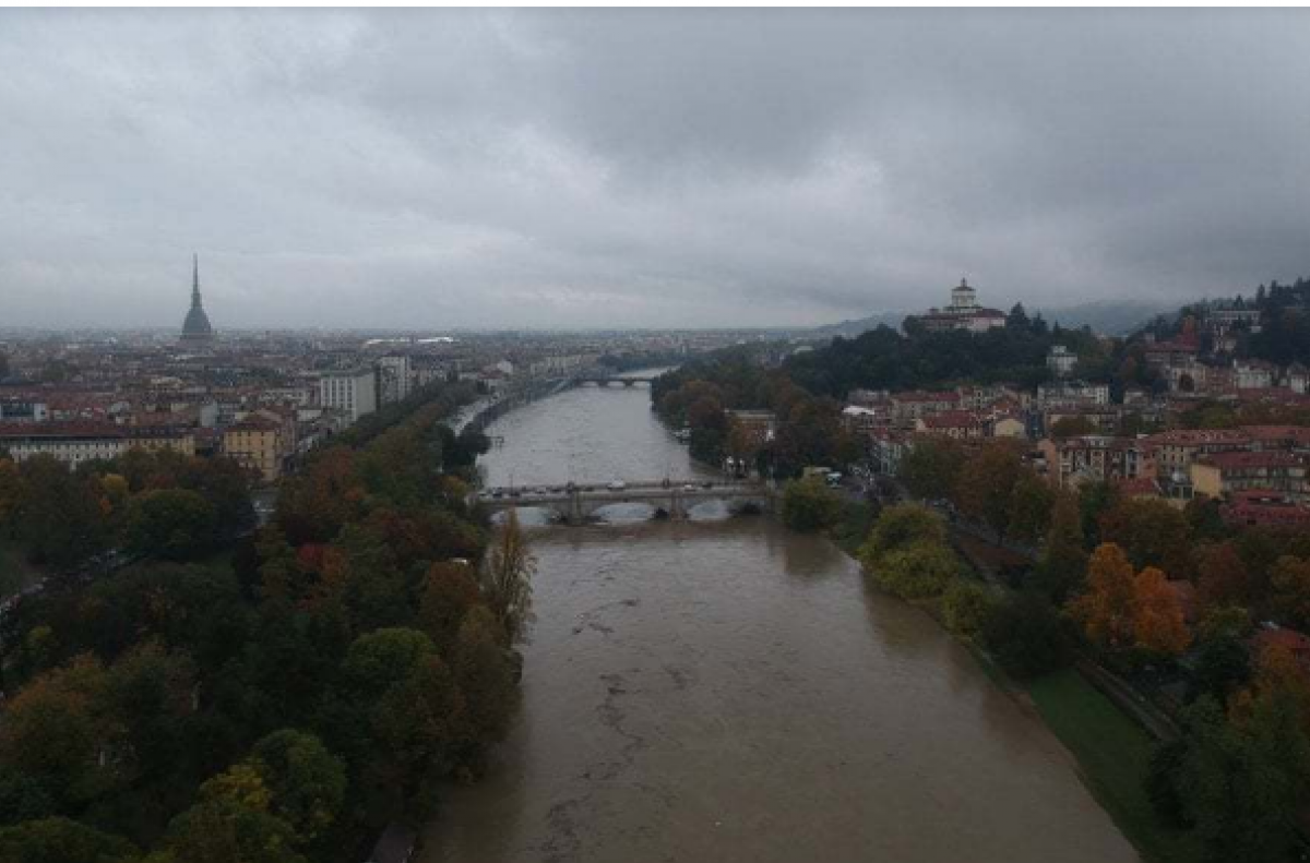 Река По вышла из берегов и затопила Турин