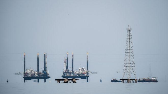 Страны ОПЕК+ в 2019 году начнут сокращение нефтедобычи