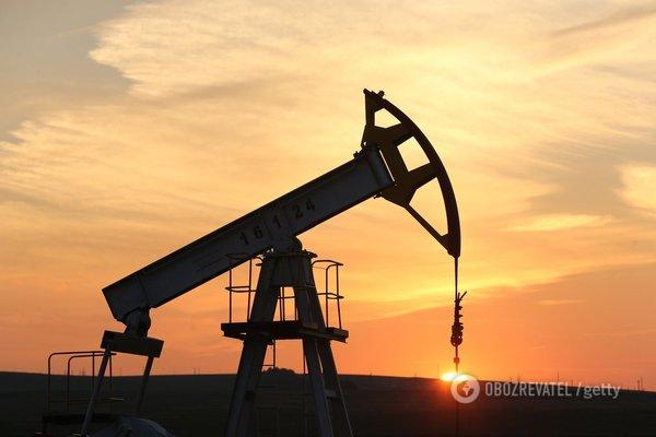 Нефть продолжает колебаться у отметки в $66