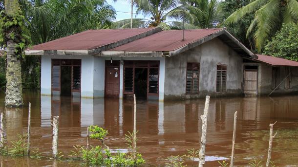 Сильное наводнение на Суматре
