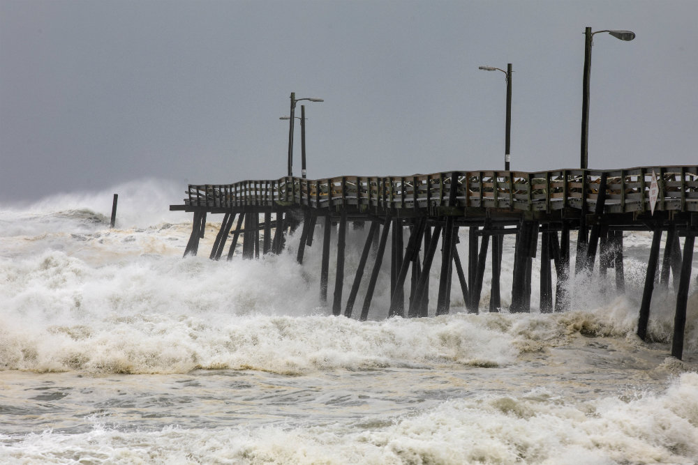 """Ураган """"Дориан"""" достиг побережья США"""