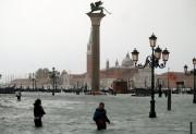 В результате непогоды в Италии Венеция ушла под воду